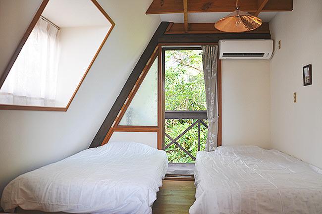 ペンション寝室 ベッドルーム 沖縄恩納村